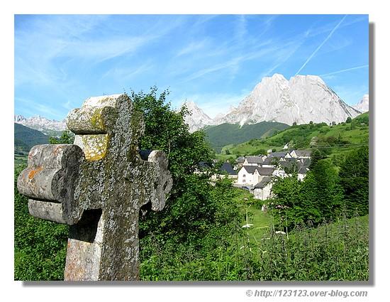 Paysage de Lescun (Vallée d'Aspe - Juin 2008) - © http://123123.over-blog.com
