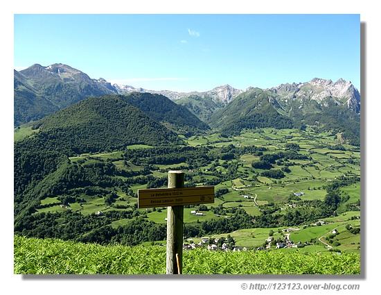 Vue sur Lescun depuis le belvédère (Pyrénées Atlantiques, juin 2008) - © http://123123.over-blog.com