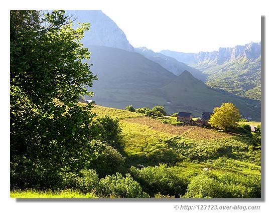 Campagne de Lescun dans les Pyrénées Atlantiques (juin 2008). - &cophttp://123123.over-blog.com