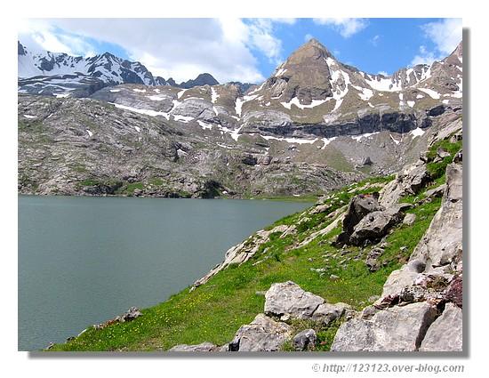 Le lac d'Estaens (Espagne - juin 2008). - &cophttp://123123.over-blog.com