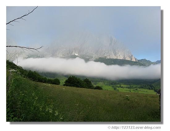 Près de Lescun (juin 2008), au petit matin - © http://123123.over-blog.com