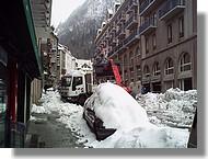 Que de neige dans le centre de Cauterets, mars 2007.