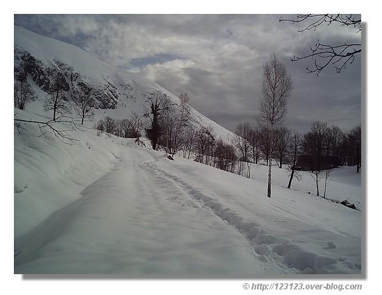 Balade sur la neige, dans le Val d'Azun au pied du col du Soulor, mars 2007 - © http://123123.over-blog.com