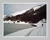Lac d'Estaing, dans le Val d'azun, en hiver. Mars 2007 - Hautes Pyrénées.