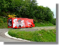 Passage du bus de l'équipe espagnole Relax Gam.