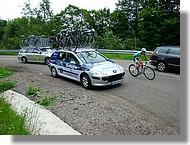 La voiture de l'équipe Bretagne Armor Lux.