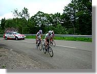 Passage d'un groupe mené par un coureur de l'équipe Roubaix Lille Métropole.