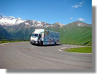Le camion atelier de l'équipe espagnole Karpin Galicia.