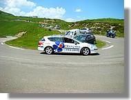 Une voiture de l'équipe la Française des Jeux.