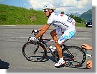 Stéfano Garzelli avec son maillot de leader le l'UCI Europe Tour.