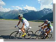 Un petit peloton emmené par Nicolas Jalabert et Christophe Rinéro de l'équipe Agritubel.