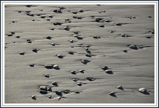 Petits galets sur la plage de Dourveil à Névez. Photo prise le 9 janvier 2011.