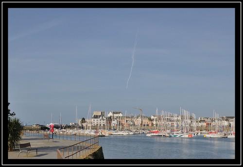 Trace dans le ciel du tir de missile au large du Finistère, le 5 mai 2013.