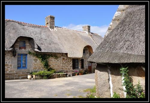 Le village de Kérascoët et le sentier côter