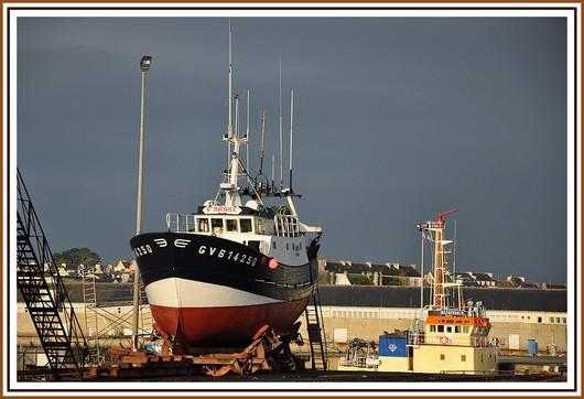 Le chalutier bigouden L'Ambre (GV 614250) sur le Slipway du port. Photo prise le 21 novembre 2010.