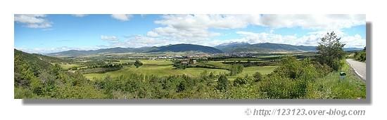 Les Pyrénées et Jaca (Aragon) en juin 2008. Utilisé 5 photos pour réaliser ce panorama - © http://123123.over-blog.com