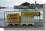 Faire attention en circulant dans le port. De drôle de signalisation! Photo prise le 30 septembre 2010.