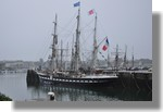 L'armada de l'Espoir dans le port avec au premier plan le Belem. Une météo bien triste pour les accueillir. Arrivée le vendredi 5 novembre, ils devaient quitter le port ce samedi 6 novembre 2010. Photo prise le 6 novembre 2010.