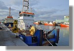 Le Milouin (bateau de servitude de Saint Nazaire) à quai dans le cadre de sa refonte par les chantiers Piriou. Il va être transformé en navire de dragage par injection d'eau. Photo prise le 26 décembre 2010.