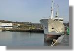 Le Malin, ancien palangrier devenu bâtiment de la marine nationale, est au port dans le cadre de sa transformation par les chantiers Piriou. La marine va en effet le transformer en navire de guerre. Photo prise le 26 décembre 2010.