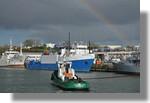 Arc en ciel sur le port. On reconnanit le remorqueur Van der kemp II ainsi que les Malin, Langevin et Lynx au fond. Photo prise le 28 février 2011.