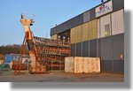 N'oublions pas la Calypso dans son hangar, au fond du port. Toujours aucun mouvement... Photo prise le 4 mars 2011.