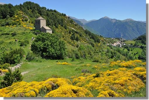 Le joli petit village de Tella (Aragon), dans la province de Huesca, avec une superbe vue sur les sommets environnants et un paysage de toute beauté. Photo prise le 19 juin 2011.