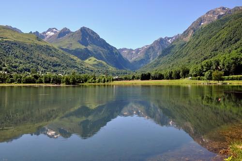 Le lac de Loudenvielle, dans la vallée du Louron (Hautes Pyrénées). Un lieu magique, idéal pour une balade en famille. Photo prise le 25 juin 2011.