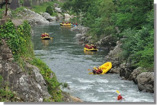Rafting au Pays Basque. Sur la Nive, à Itxassou (Pas de Roland). Photo prise en juin 2012.