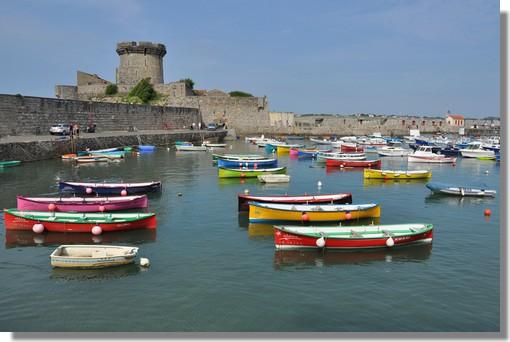 Le fort de Socoa, à Ciboure au Pays Basque, fut bâti sous Louis XIII puis consolidé par Vauban. Il fait aujourd'hui la renommée du petit port de Ciboure, voisin de Saint-Jean-de-Luz et Hendaye. Photo prise le 23 juin 2012.