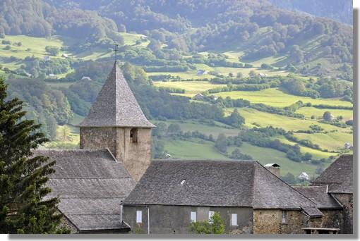 Le clocher du village de Lescun, dans la très belle vallée d'Aspe. Photo prise le 21 juin 2010.