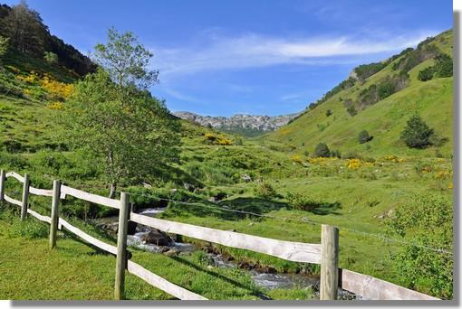 Paysages d'été au-dessus du Plateau de Lhers (vallée d'Aspe, près de Lescun). Photo prise le 25 juin 2010.