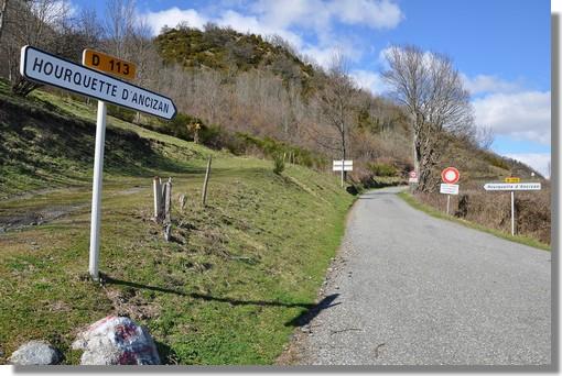 Le pied de la Hourquette d'Ancizan (1538 m), col inédit sur le prochain Tour de France (étape 12 - Cugnaux/Luz-Ardiden le 14 juillet 2011). Peut être le plus beau col des Pyrénées. Photo prise le 19 mars 2011.