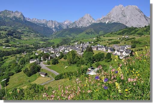 Le village de Lescun (Pyrénées Atlantiques). Photo prise le 1er juillet 2010.
