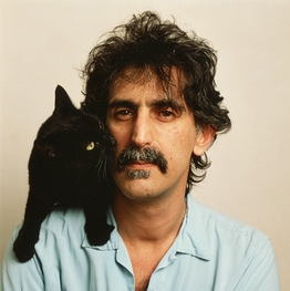 Frank Zappa et chat noir