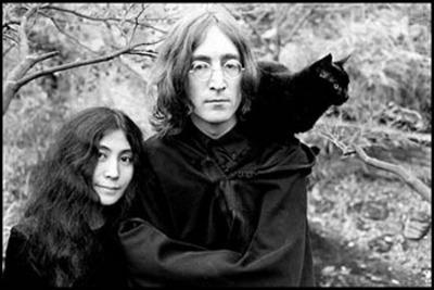 John Lennon et chat noir
