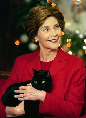 Laura Bush et India, chat noir de la Maison Blanche