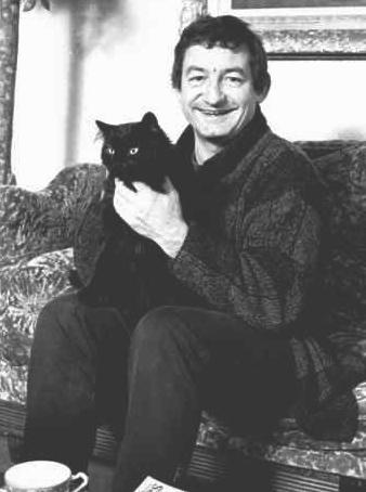 Pierre Desproges et chat noir