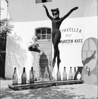 Jeune fille chat noir à Zell