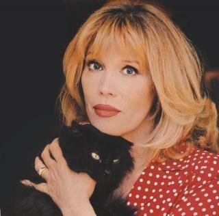 Amanda Lear et son chat noir